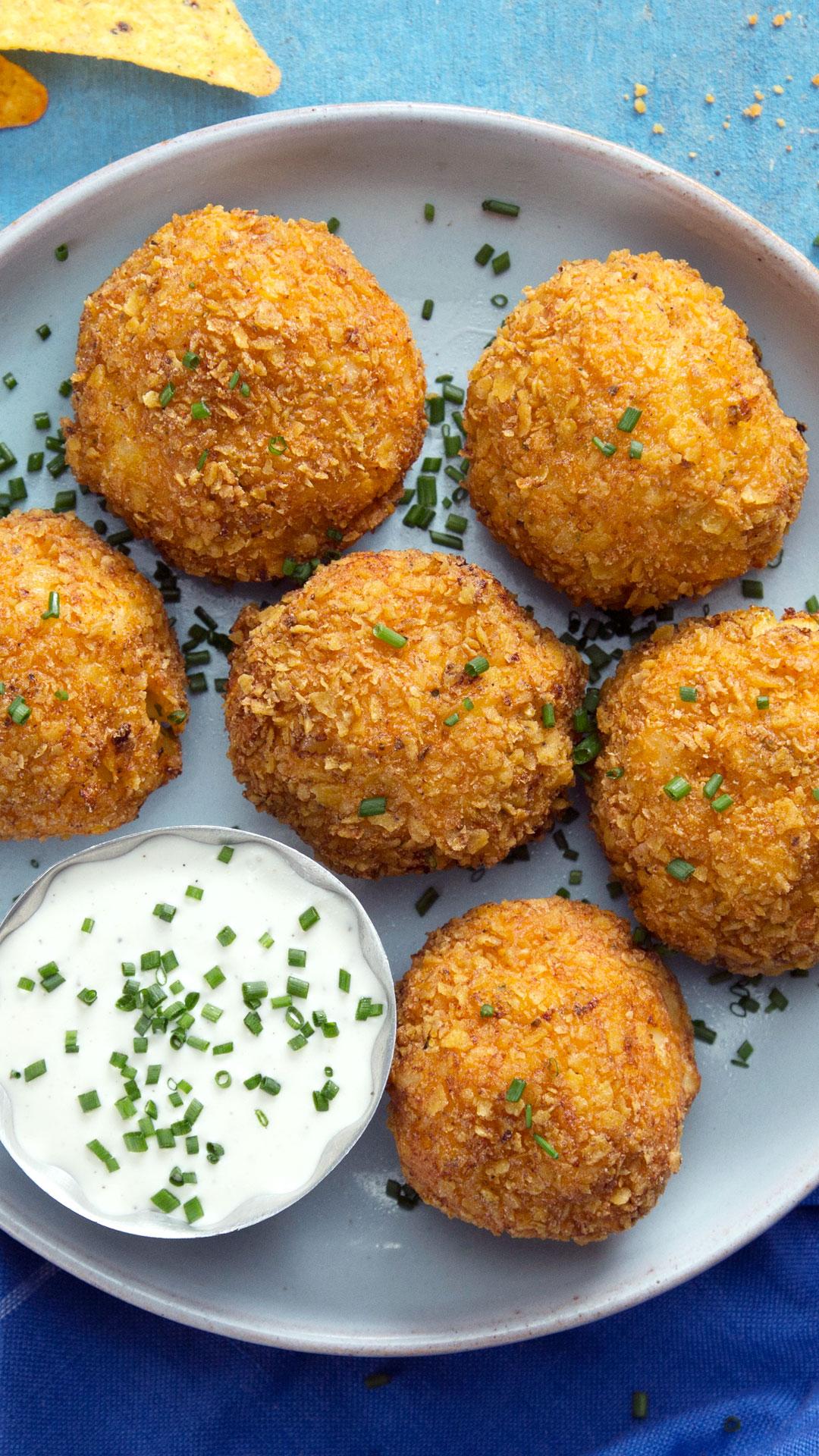 Cool and Cheesy Macaroni Balls