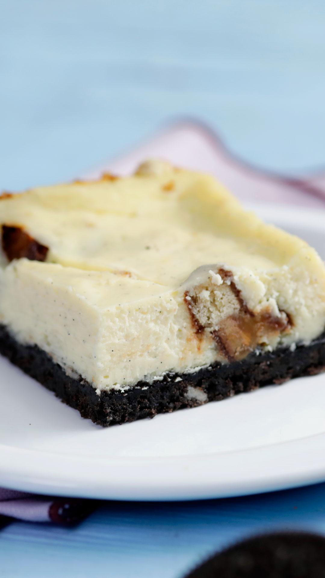 Twix-Filled Cheesecake Bars